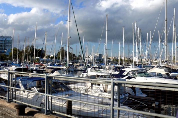 Ciprus - Larnaca Marina kikötő jachtokkal