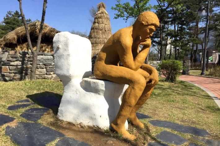 Szöuli wc-múzeum - Rodin Gondolkodója