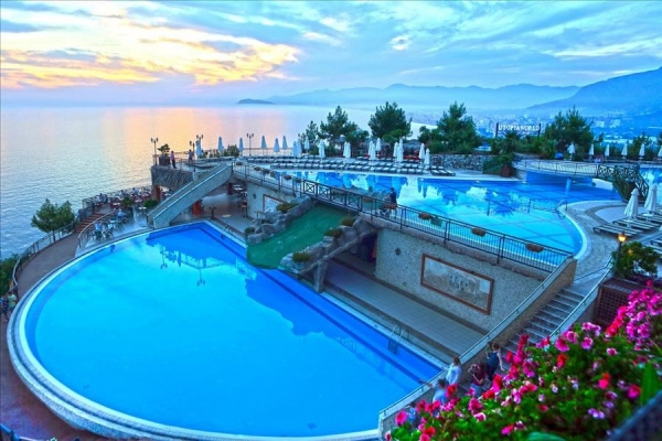 Utopia World Hotel *****